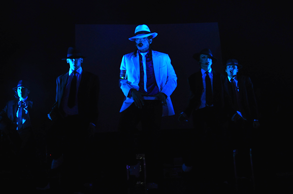 Navi and gangsters performing Smooth Criminal